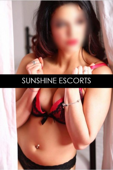 Melissa – Busty Elite English Escort